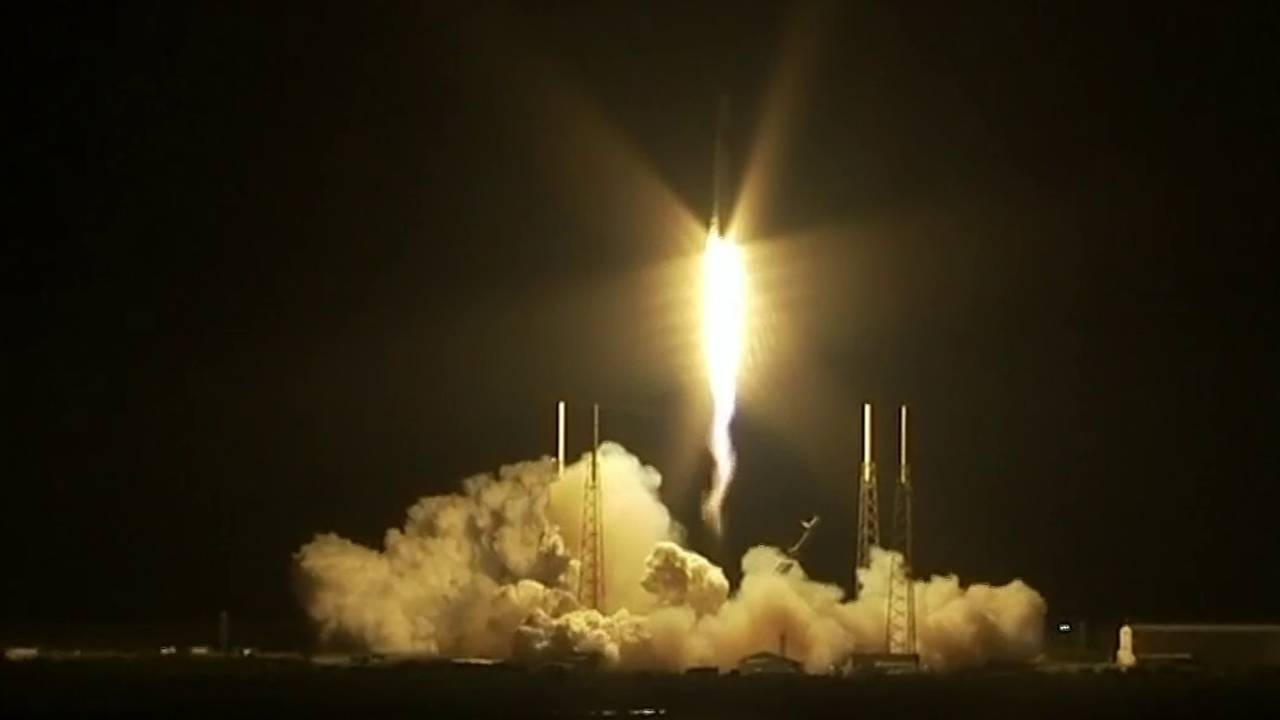 SpaceX_launches_rocket_to_space_station_1556954553965.jpg