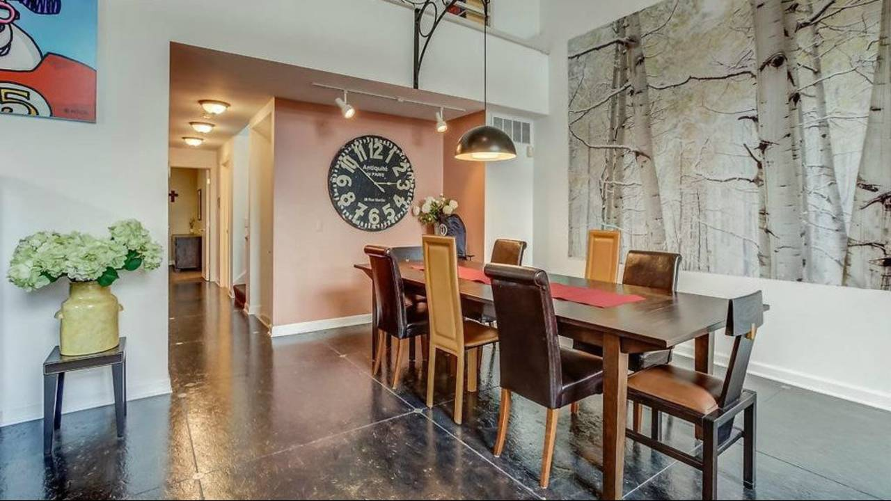 1906 Old Orchard Ct. dining room