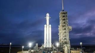 SpaceX Falcon Heavy test fire moves, again