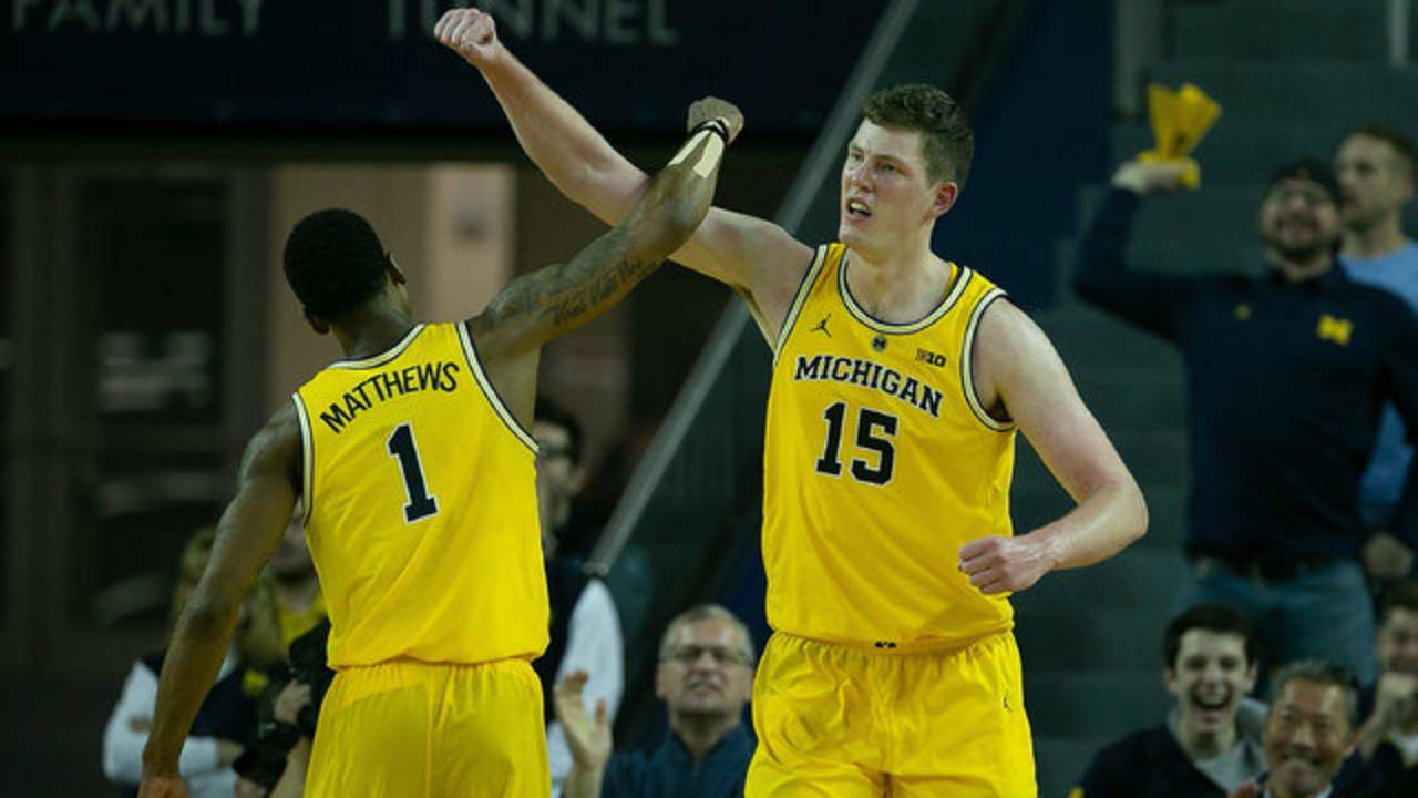 Jon Teske Charles Matthews Michigan basketball vs North Carolina 2018