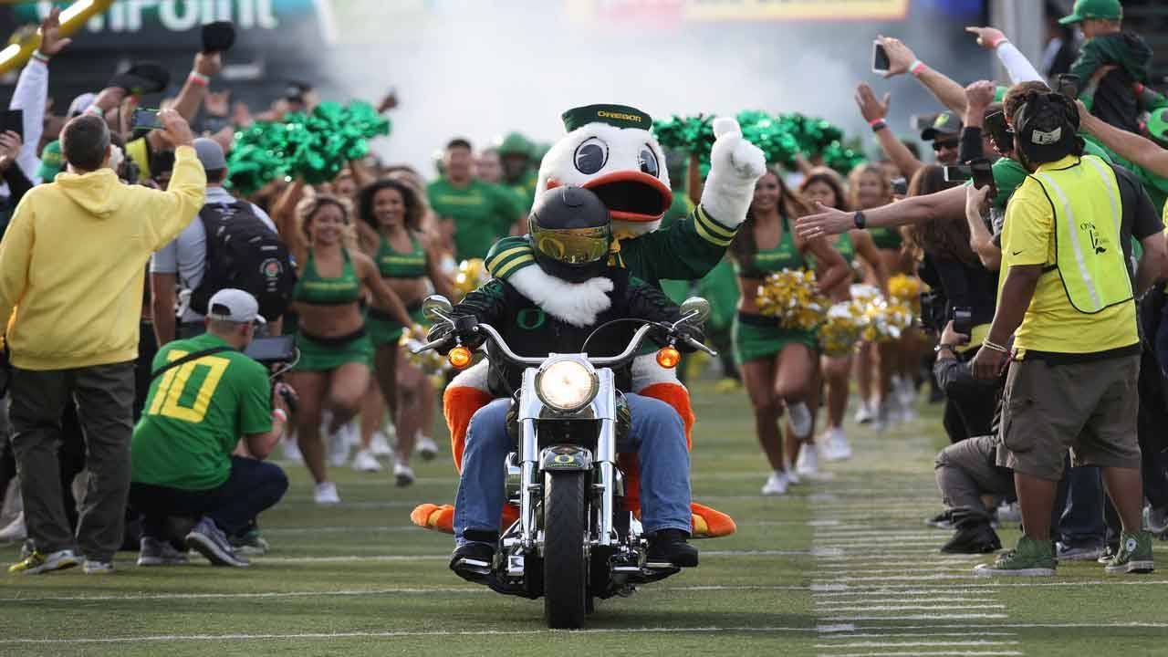 Oregon Duck, Oregon Ducks mascot, at game in 2018