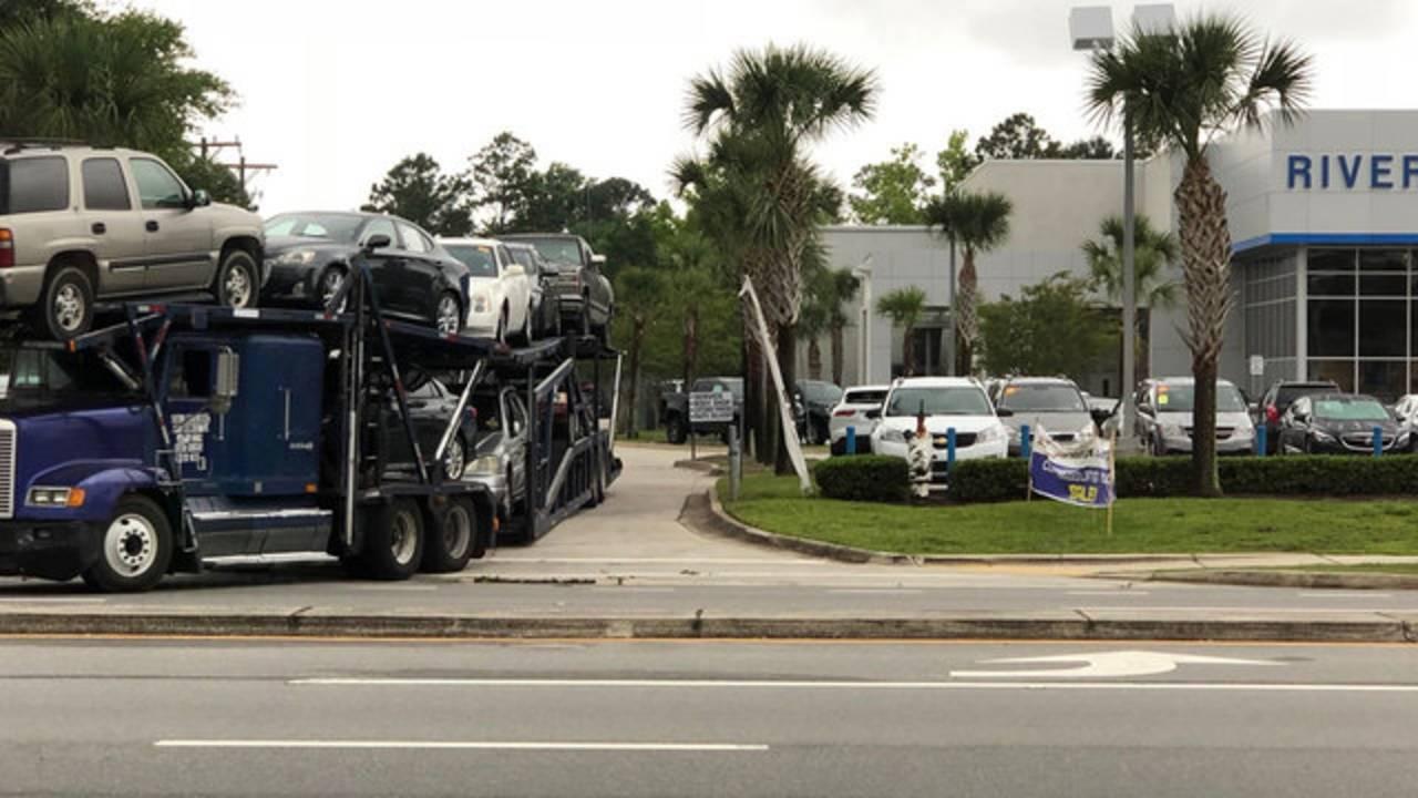 Car-hauler-leaving-Riverside Chevy