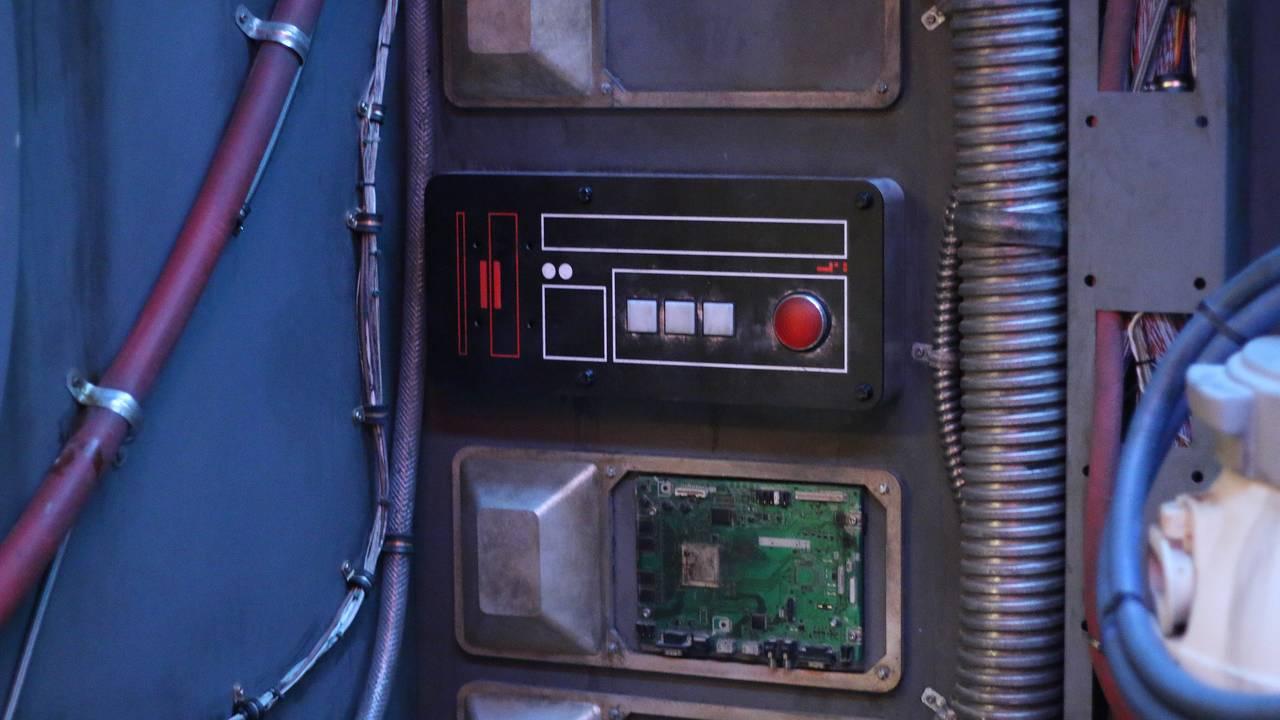 falcon button metevia_1565190428651.jpg.jpg
