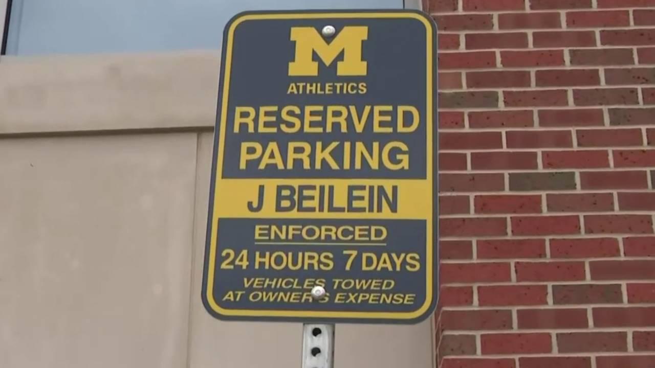 Michigan_basketball_fans_devastated_by_Beileins_departure_1557765010286.jpg
