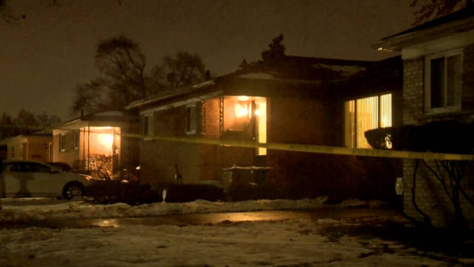 Oak Park man with hatchet shot scene