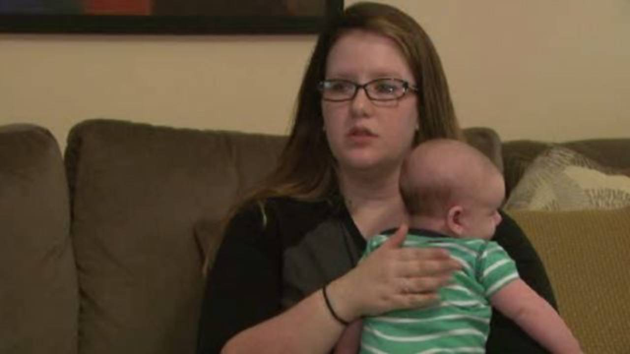 Mother Upset After Waitress Places Napkin Over Breastfeeding Baby-2259