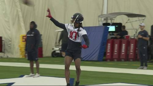 Texans training camp Day 2: DeAndre Hopkins joins teammates on practice field