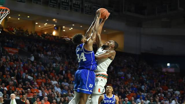 Duke Blue Devils Wendell Carter Jr. blocks Miami Hurricanes Dewan Huell on Jan. 15, 2018