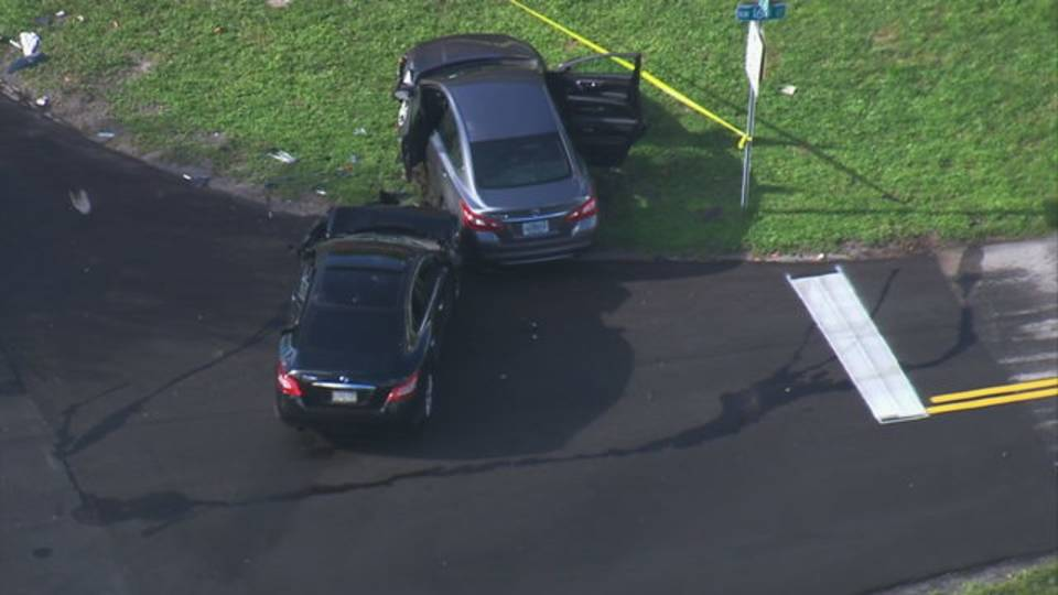 Sky 10 over two other cars believed to be involved in NW miami-dade crash