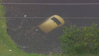 Driver escapes car after crashing it into canal in Fort Lauderdale