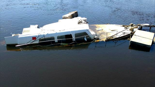 Ghost Yacht Adrift For Days In St Johns River