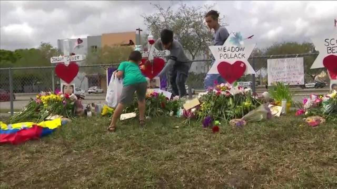 Memorial grows for victims outside Marjory Stoneman Douglas High School20180219172419.jpg