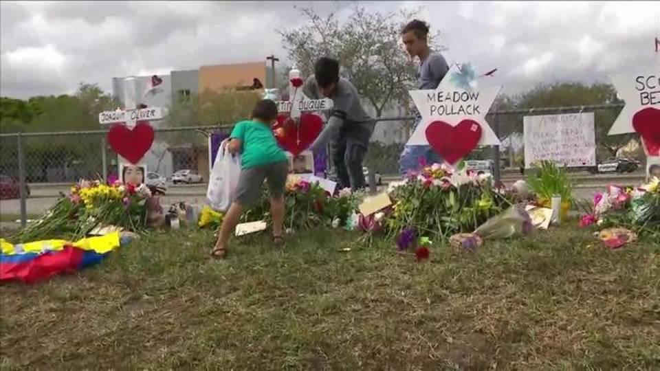 Memorial grows for victims outside Marjory Stoneman Douglas High School20180219172419.jpg