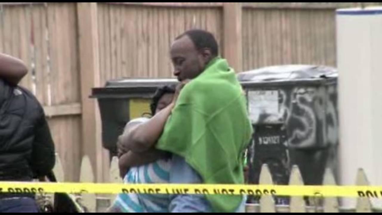 Family on scene of Terrance Kellum shooting_32612044