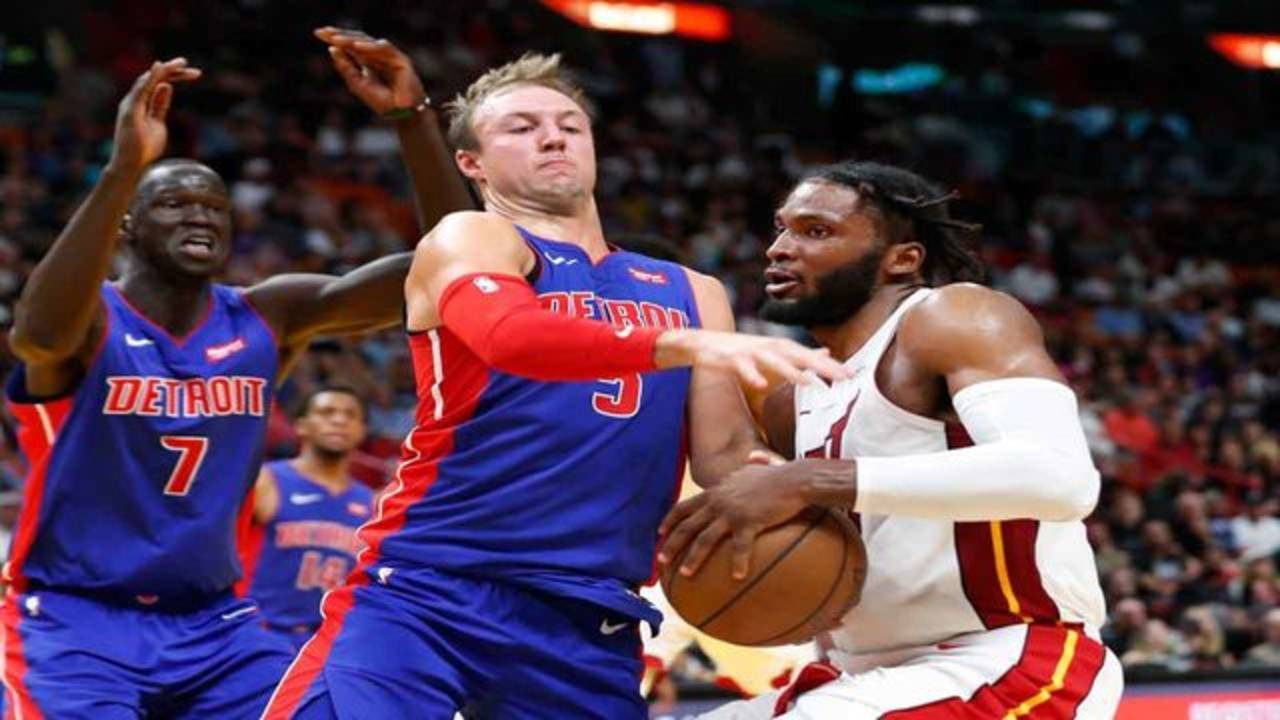 Miami Heat forward Justise Winslow goes up for shot against Detroit Pistons