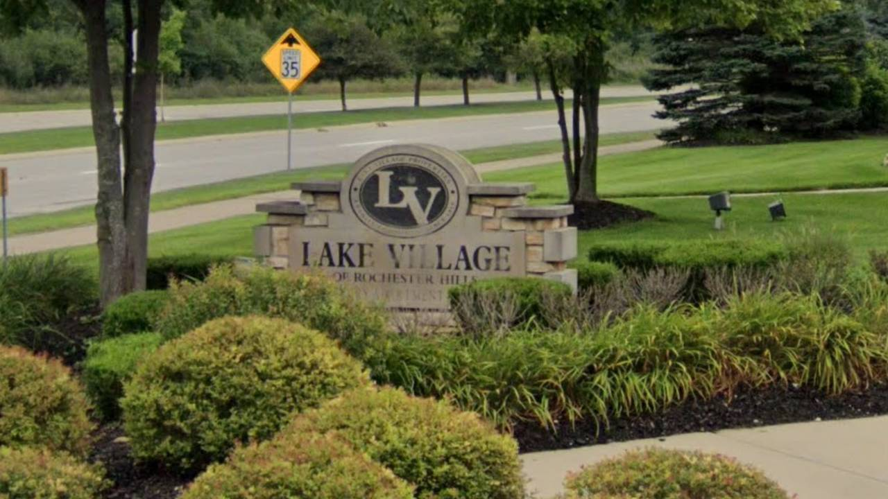 Lake Village Apartments in Rochester Hills