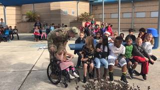 Soldier surprises daughters by coming home before holidays