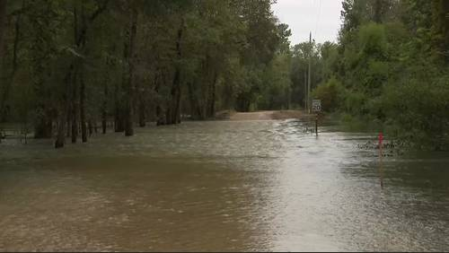 Trinity River continues to rise, affect neighborhoods