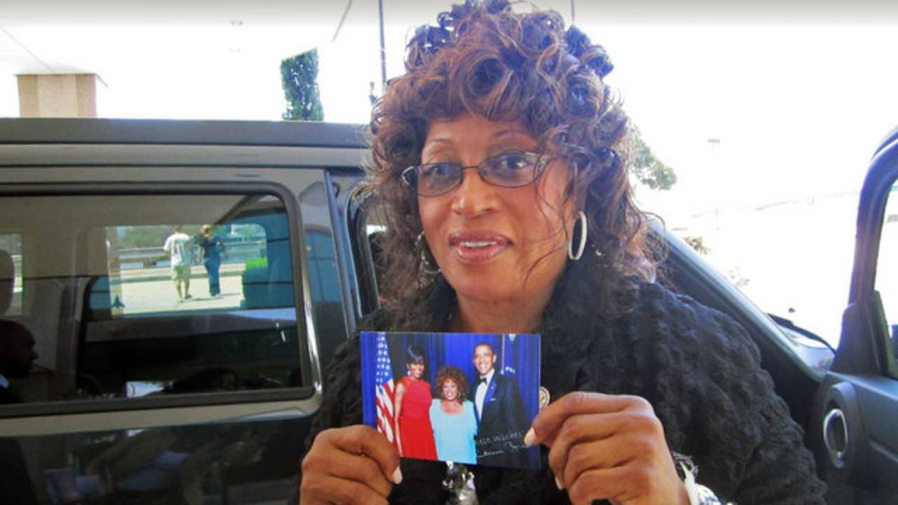 Corrine Brown holding photo of her with the Obamas