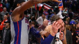 Pistons spoil Curry's return, beating Warriors 111-102