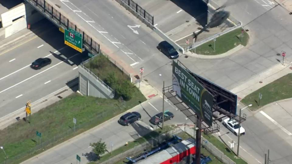 2017-09-08 12_40_53-WATCH LIVE_ Car chase underway in Metro Detroit_1504888891498.png