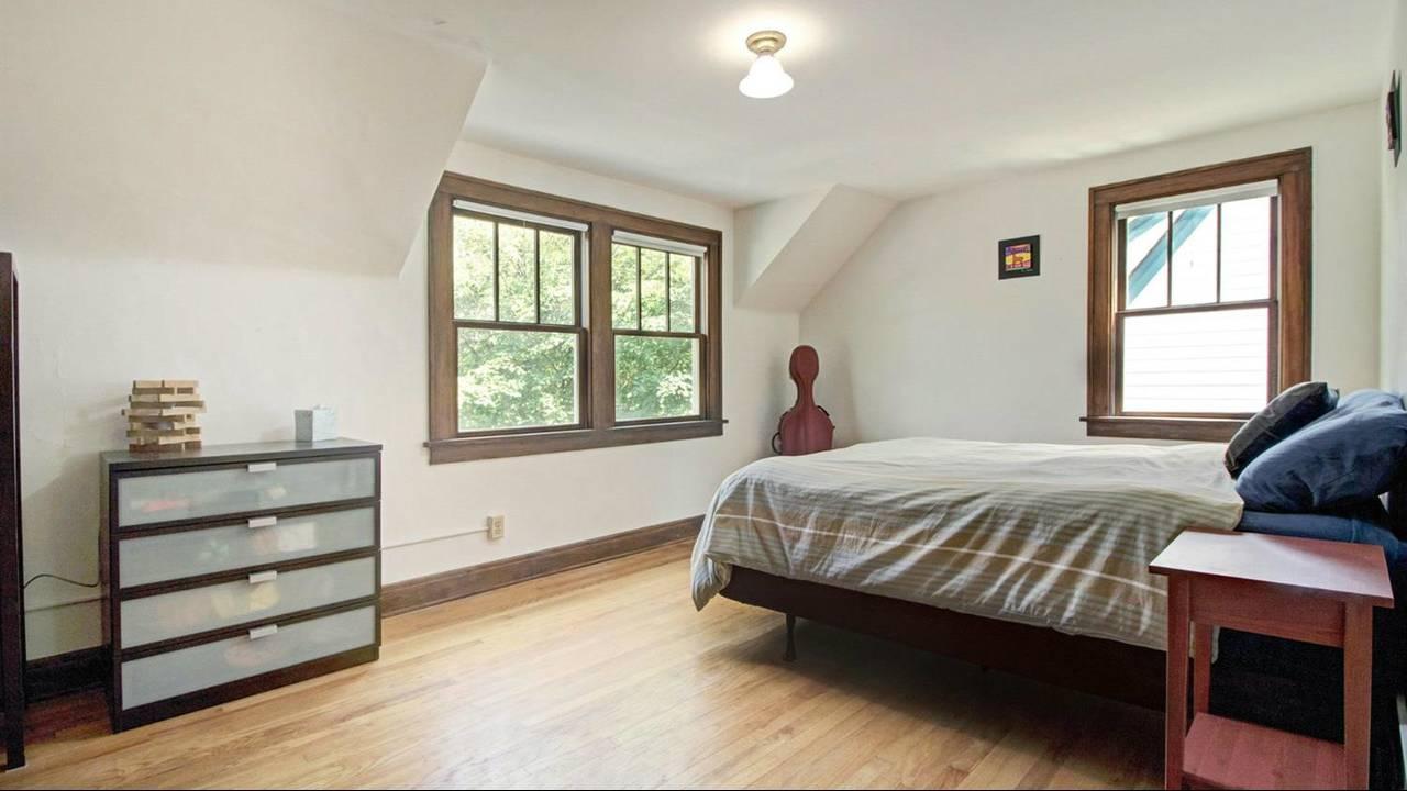 525 N Ashley Street bedroom