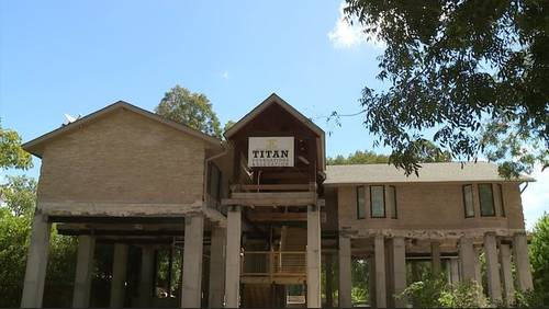 Problems with troubled elevation contractor stretch across Texas