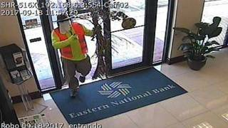 Knife-wielding, masked man robs bank in Doral, FBI says