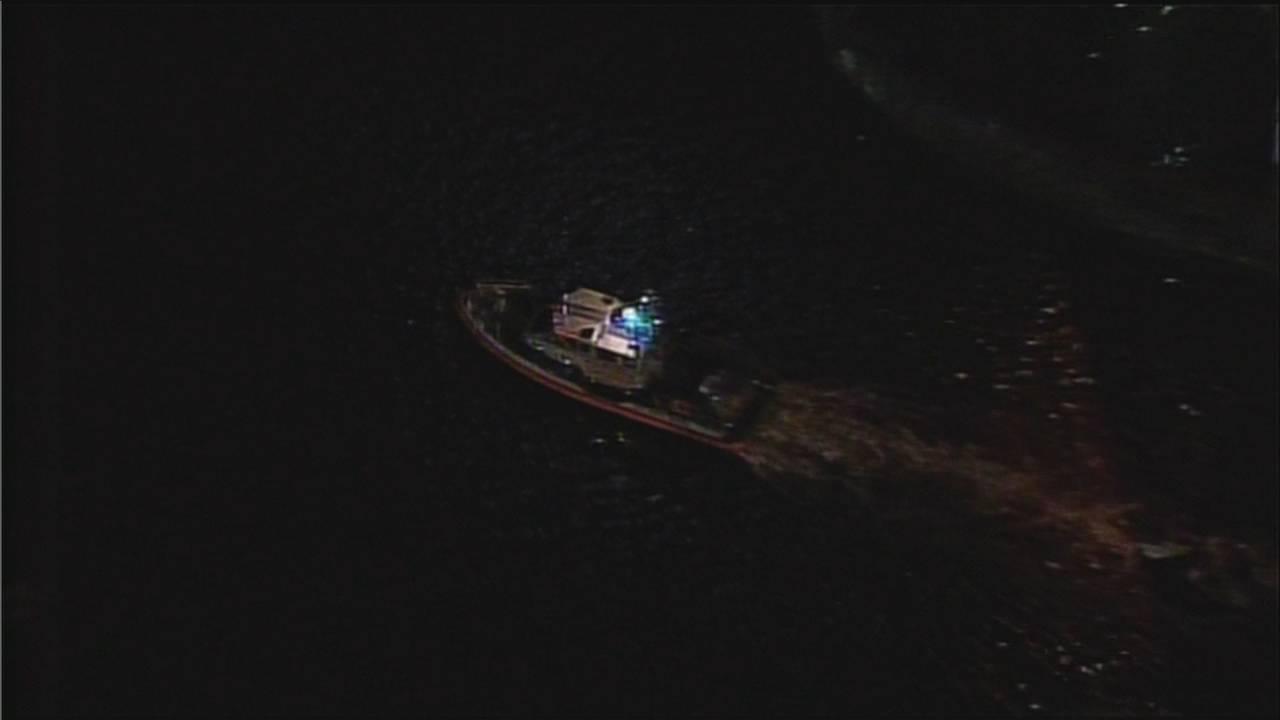 Coast Guard cutter searches Miami River