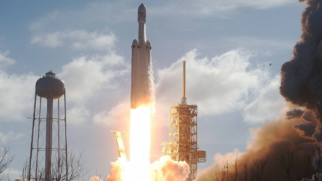 SpaceX Falcon Heavy rocket launch