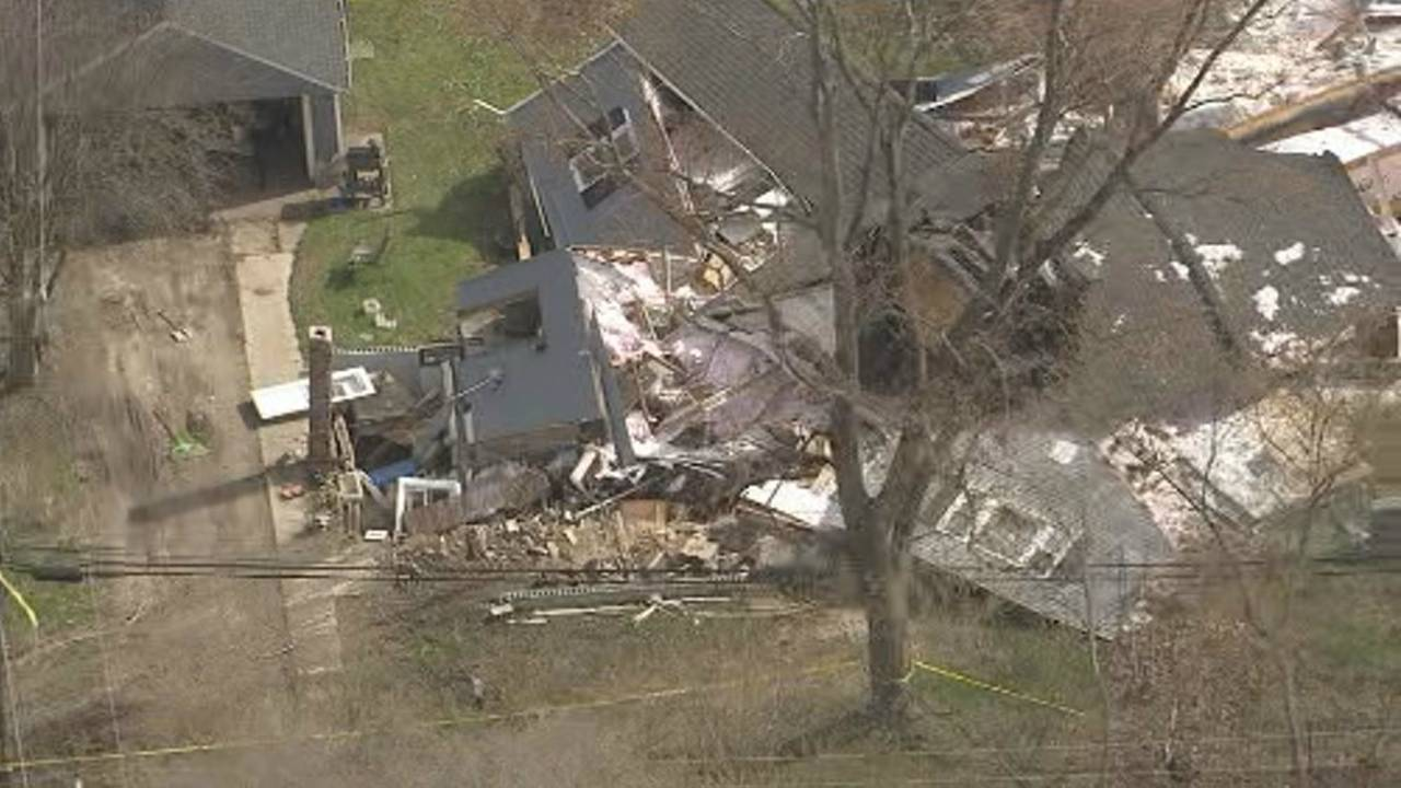 Semi truck crashes into house Macomb Township 8