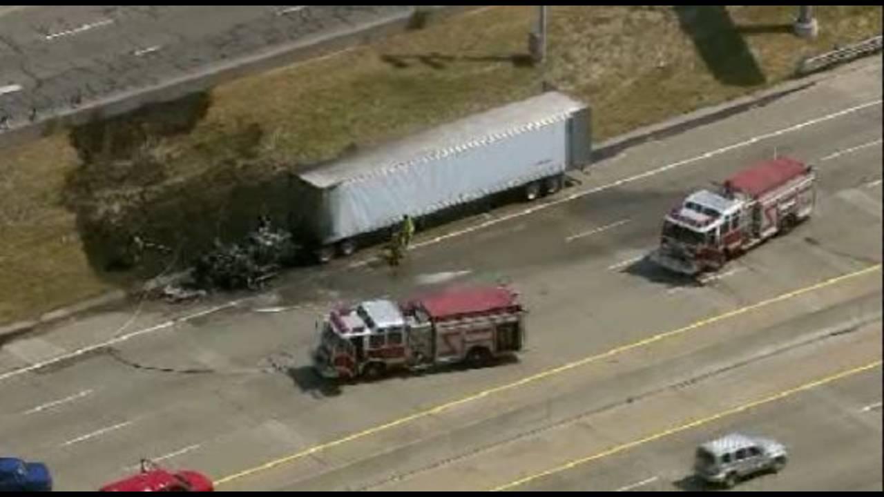 tractor-trailer on fire in Royal Oak1_15333814