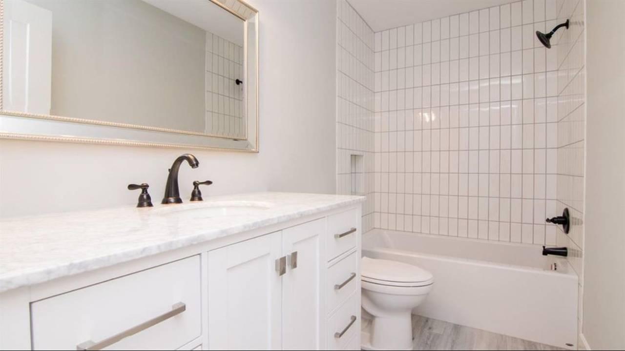 1886 Miller Ave bathroom