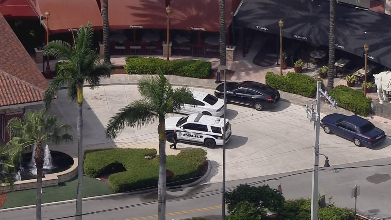 Sky 10 police at Galleria mall bomb threat
