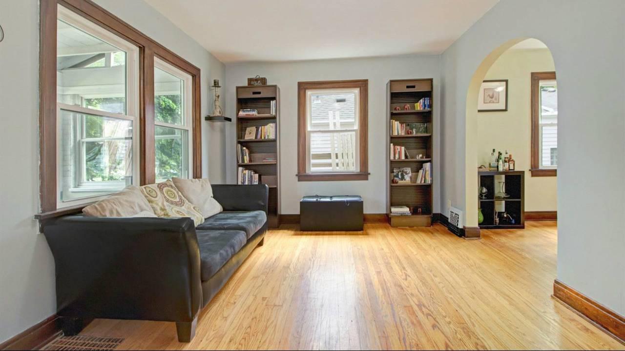 525 N Ashley Street living room