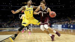 Streaking No. 3 Michigan routs No. 7 Texas A&M 99-72 in Sweet 16