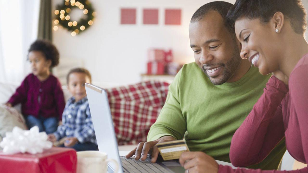 couple-saving-money-online-shopping-on-amazon_1544130342576-75042528.jpg29864260