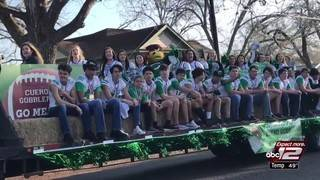 Cuero honors state champions with parade