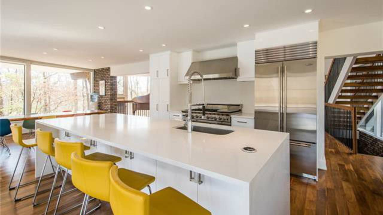 700 Spring Valley Rd kitchen