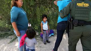 Trump admin wants to detain children with parents past 20 days