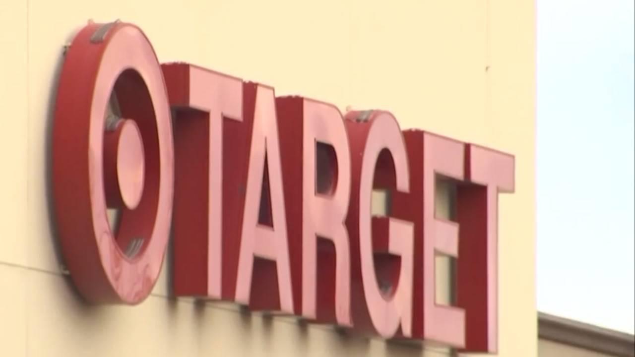 Good Samaritan pays bill at Arizona Target61196697-75042528