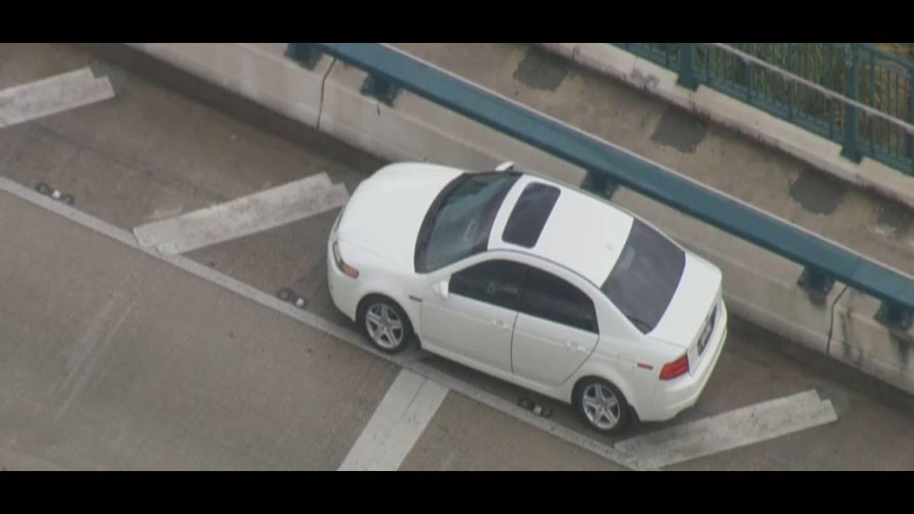 car-with-bullet-hole.jpg_27024548