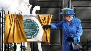 Queen Elizabeth unveils plaque with secret message