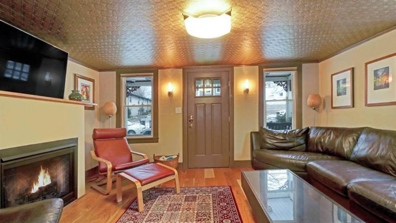 509 N Ashley St living room
