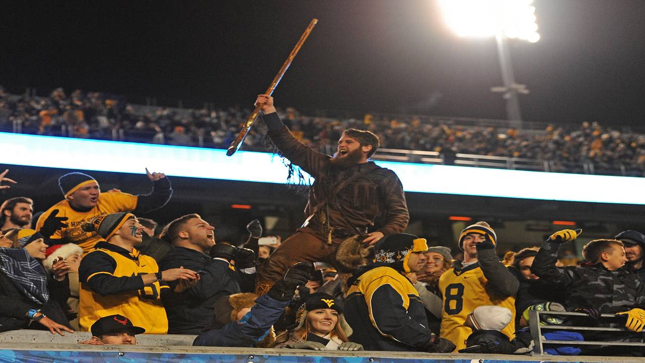 West Virginia Mountaineer, West Virginia Mountaineers mascot, at game in 2016
