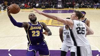 LeBron scores 42 points as Lakers surge past Spurs late, 121-113