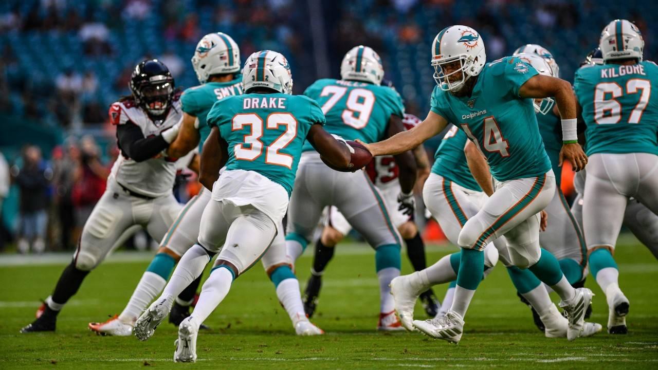 Miami Dolphins QB Ryan Fitzpatrick hands off to Kenyan Drake vs Atlanta Falcons in 2019 preseason