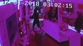 Burglars use hammer to smash their way inside Miami T-Mobile store