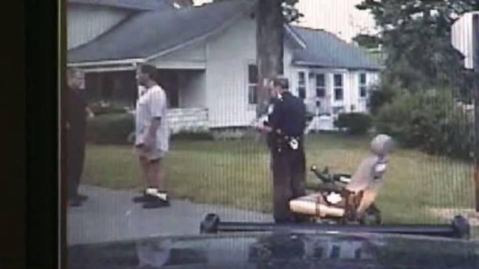 Drunk wheelchair driver arrest_14615146