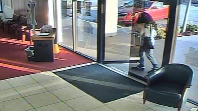 Hialeah bank robber in wig
